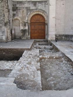 Mur du cloître canonial