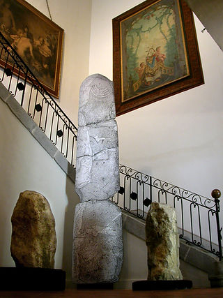 2004.25.1-Menhir Hall.jpg