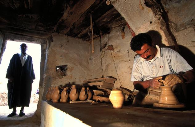 Potter in Tunesia