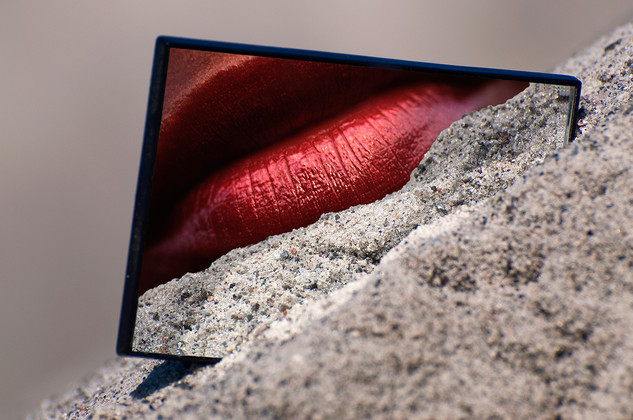 Hot lips in sand