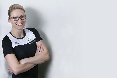 Nina Rekert -JOBS bearbeitet Pose.jpg