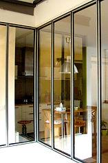 Verrière intérieure entre salon et cuisine