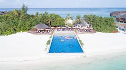 Pool time in Maldive