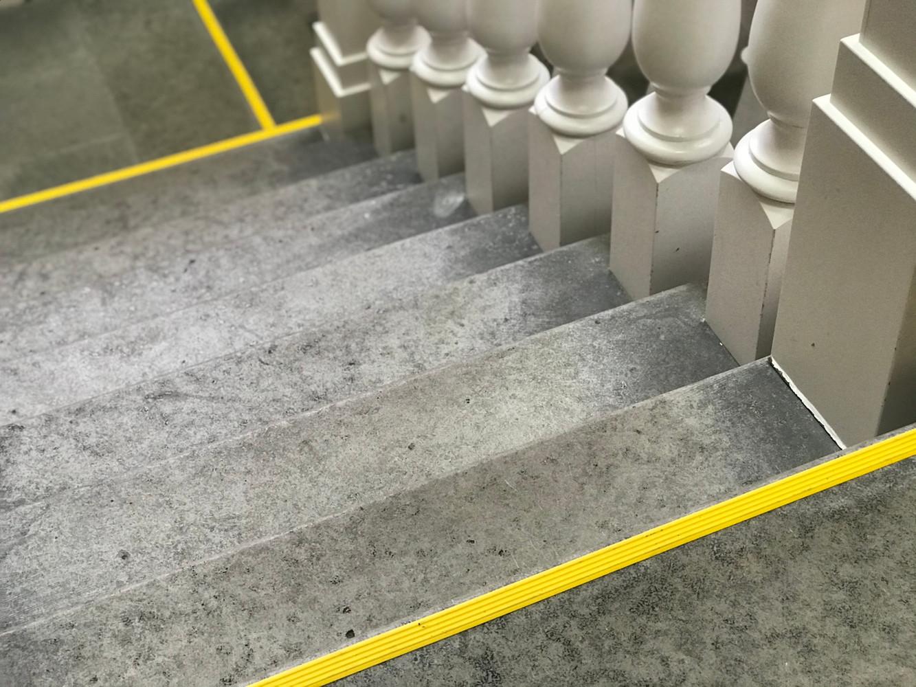 Маркировка ступеней лестниц