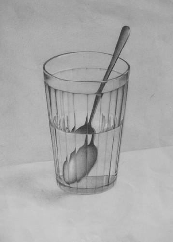 стакан с водой и металличекой ложкой.jpg