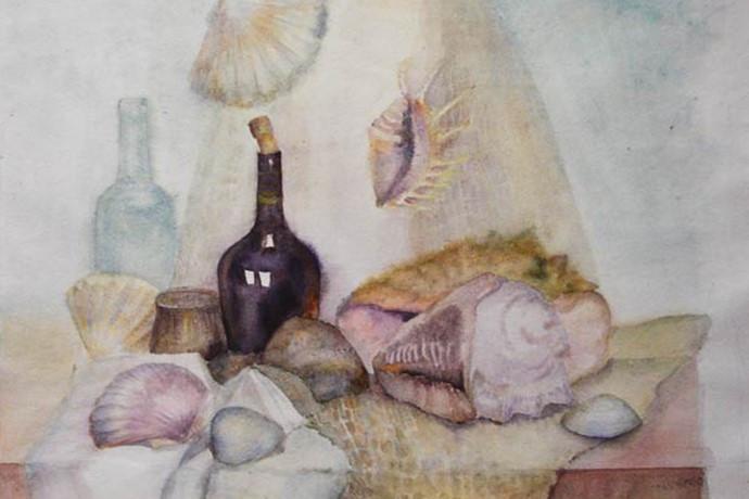 Стеклянная бутылка с раковинами.