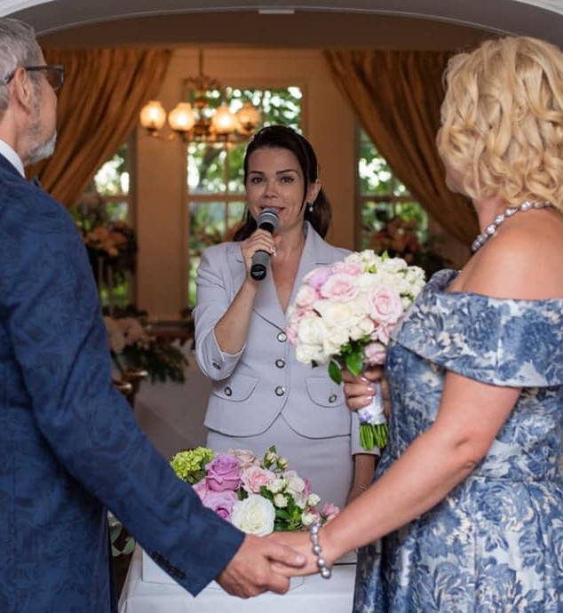 wedding officiant services to meet your needs