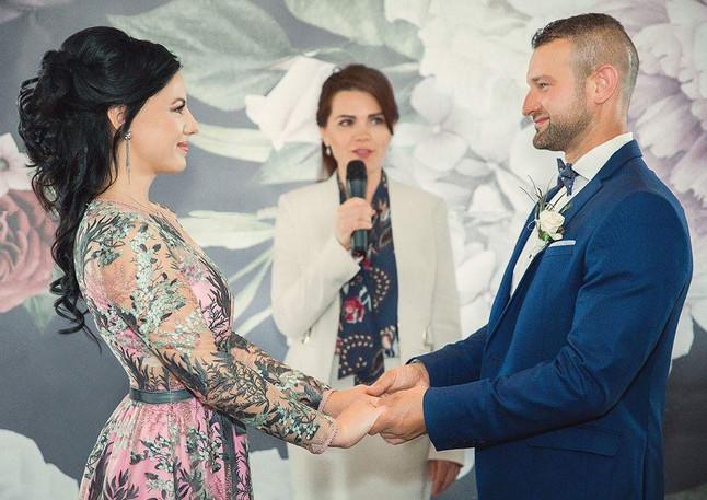 Wedding Officiant Toronto Russian, Ukrainian and English Olesya Tsvok