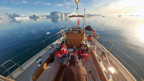 ArcticYachts_presskit_Boat people iceber
