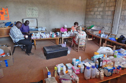 2016 - Medical team and volunteers checking available medicine