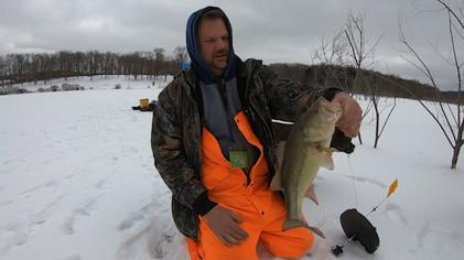 Winter activities at Glade Run Lake