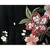 ._もうすぐ1月も終わりですね。_早い…。 この写真は、現在受付中の袴の刺繍部分