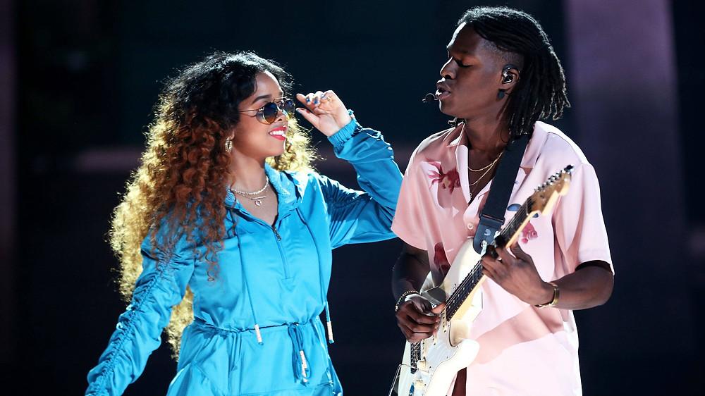 H.E.R. performing with Daniel Caesar