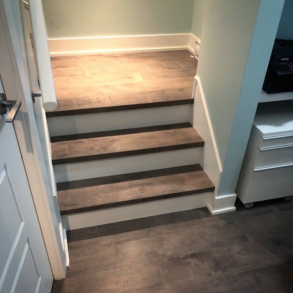down steps to kitchen floor