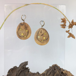 M0667 WOOD WITH AMBER EARINNGS