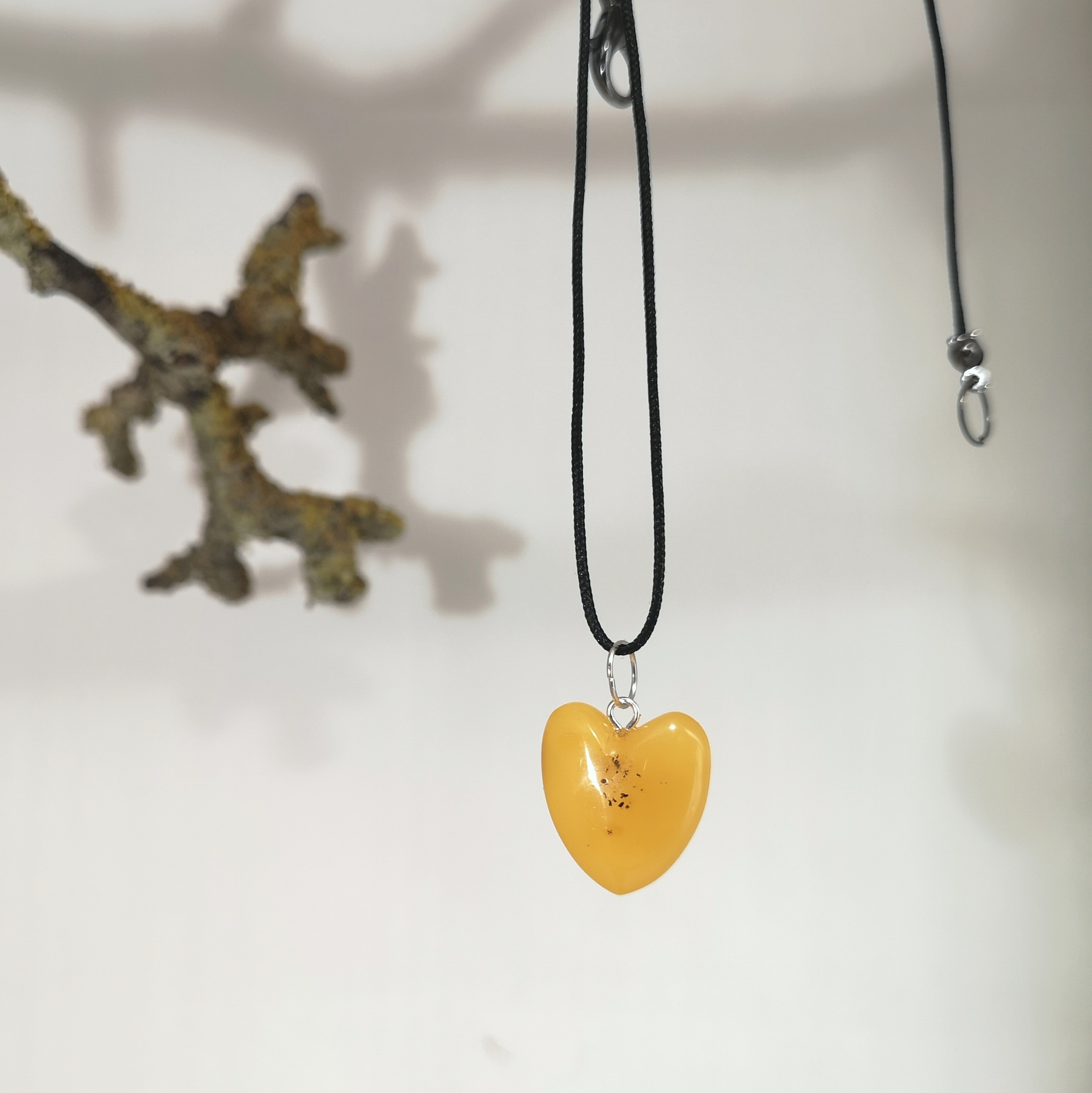 M0697-0698 HEARTS AMBER