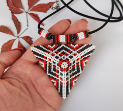 21076-3 3D TRIANGLE SEED BEADS PENDANT