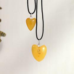 M0699 HEARTS AMBER
