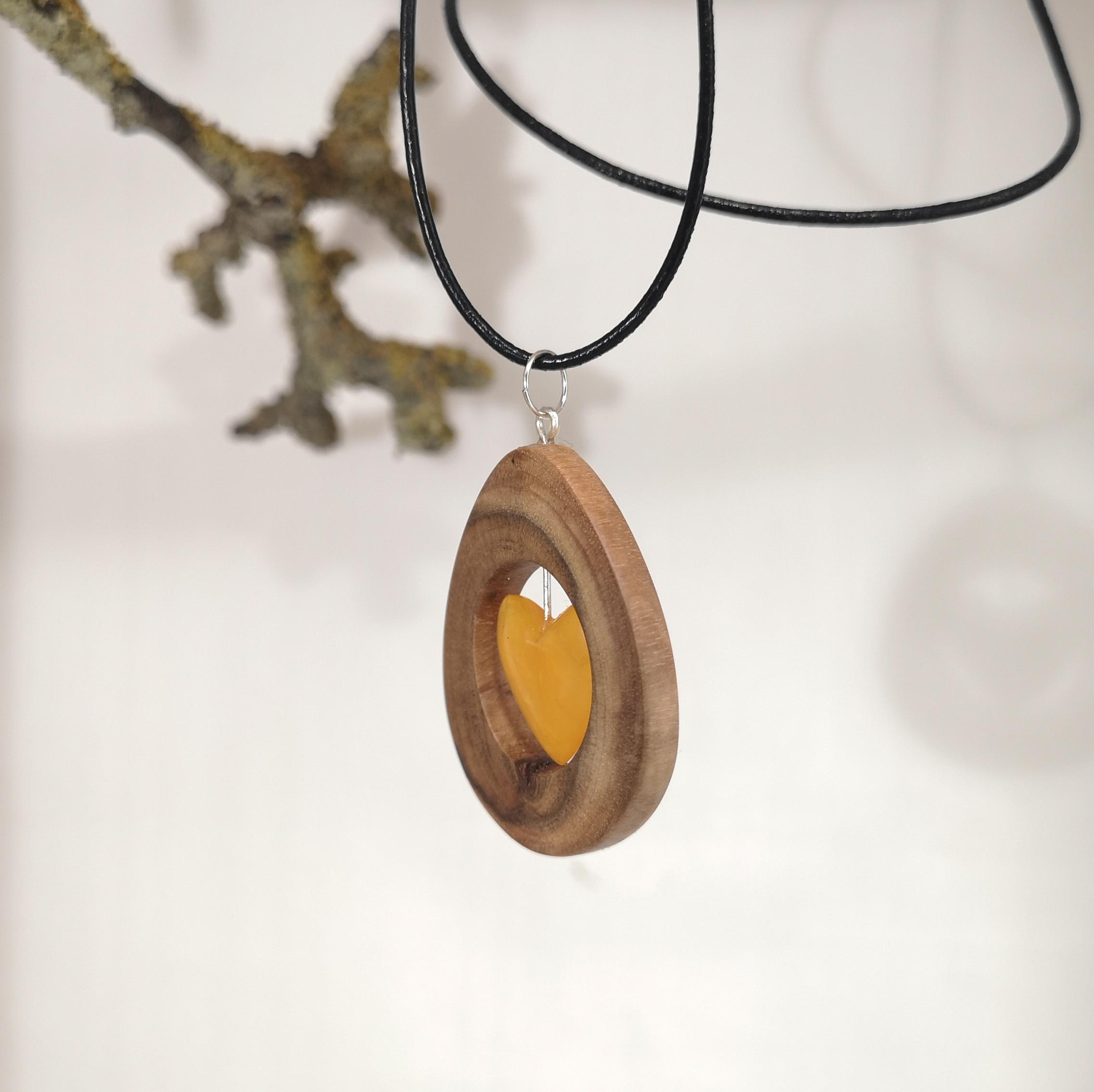 M0686 amber pendant