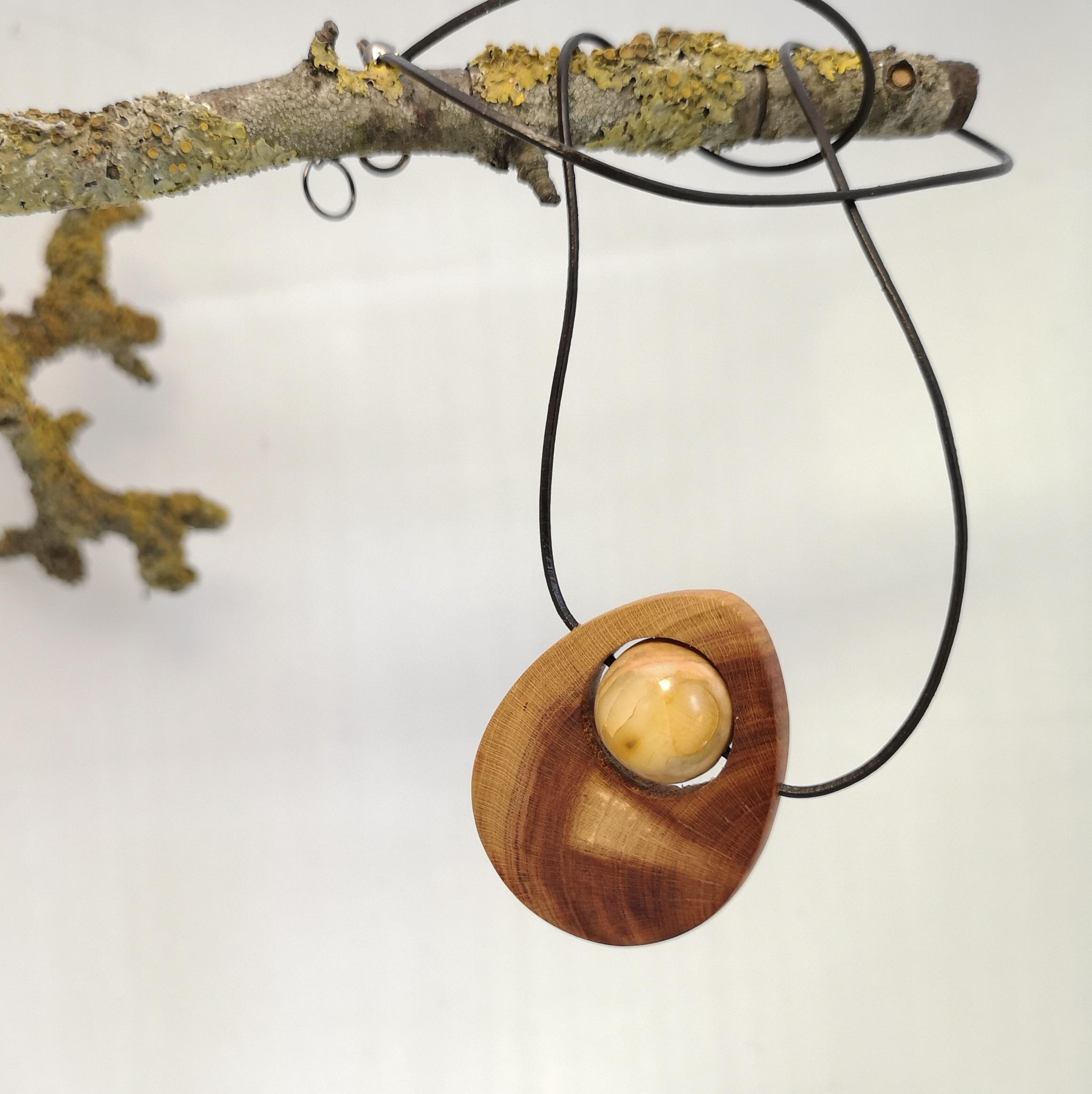 M0692 amber pendant