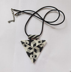 21076-6 3D TRIANGLE SEED BEADS PENDANT