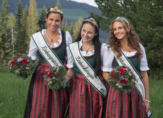 Die Zirbenkönigin mit ihren Prinzessinnen