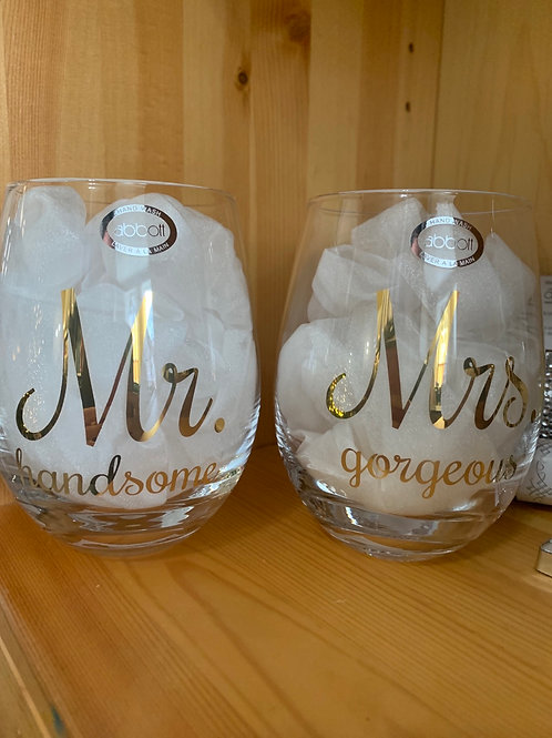 Mr & Mrs wine glasses set