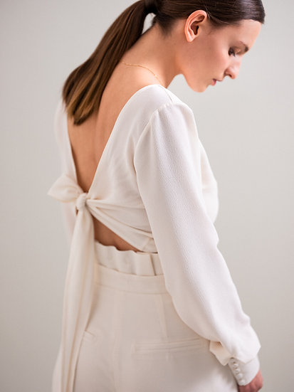 SHORT BLOUSE WITH BACK LINE