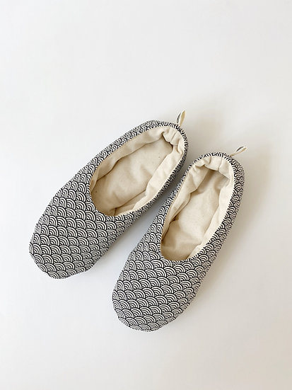 HOUSE SHOES / SLIPPERS