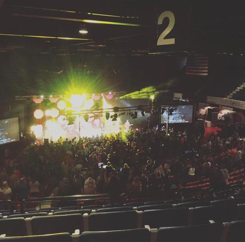 أكثر من 1000 طالب يعبدون يسوع!