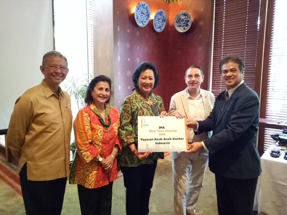 Yayasan Kasih Anak Kanker Indonesia (YKAKI) receiving donation from Mr. Richard S. Mau as JHA Chairman