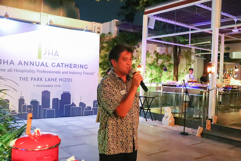 Mr. Richard S. Mau, JHA Chairman thank our members for their contribution to the fund raising