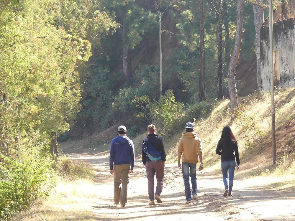 La fine équipe en balade autour du lac