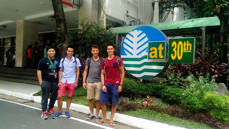 Photo avec Vermon Timbas, notre ami Philippin travaillant au DENR (Ministère de l'Environnement des Ressources Naturelles)