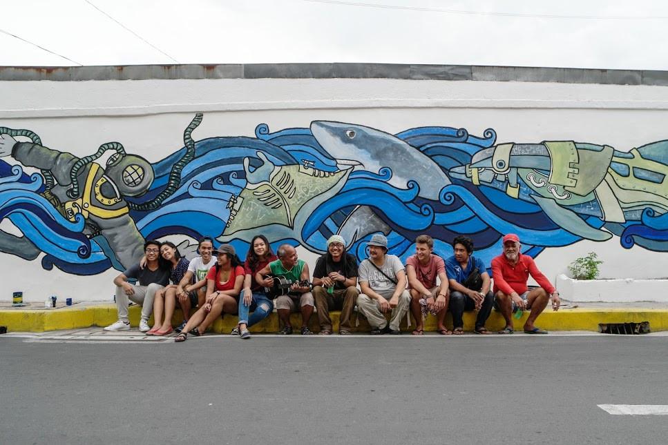Photo avec tous ceux qui ont participé à la peinture