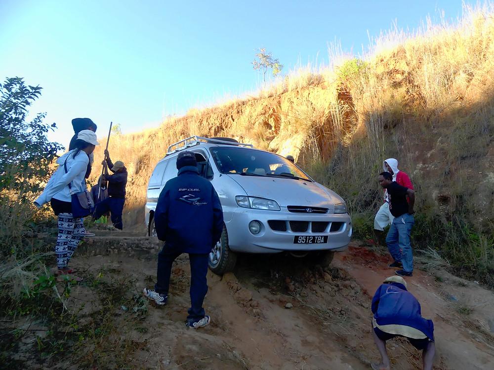 Difficultés sur la route et équipe de choc en action