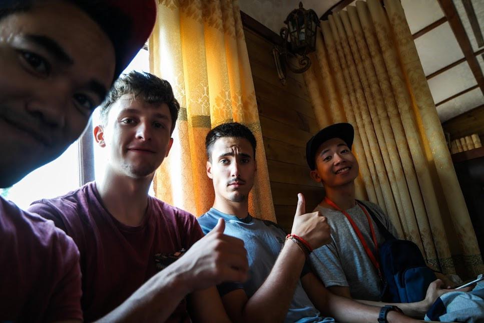 Le train menant à la pagode avec notre ami Thuan