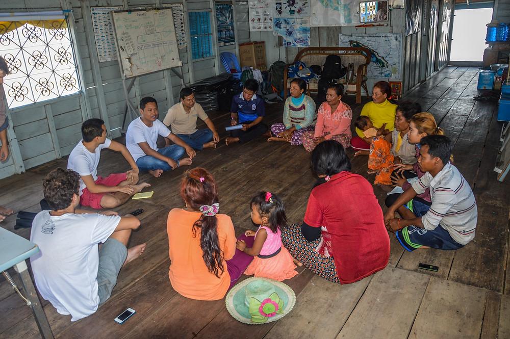 Rencontre avec le groupe de femmes du village travaillant avec CI