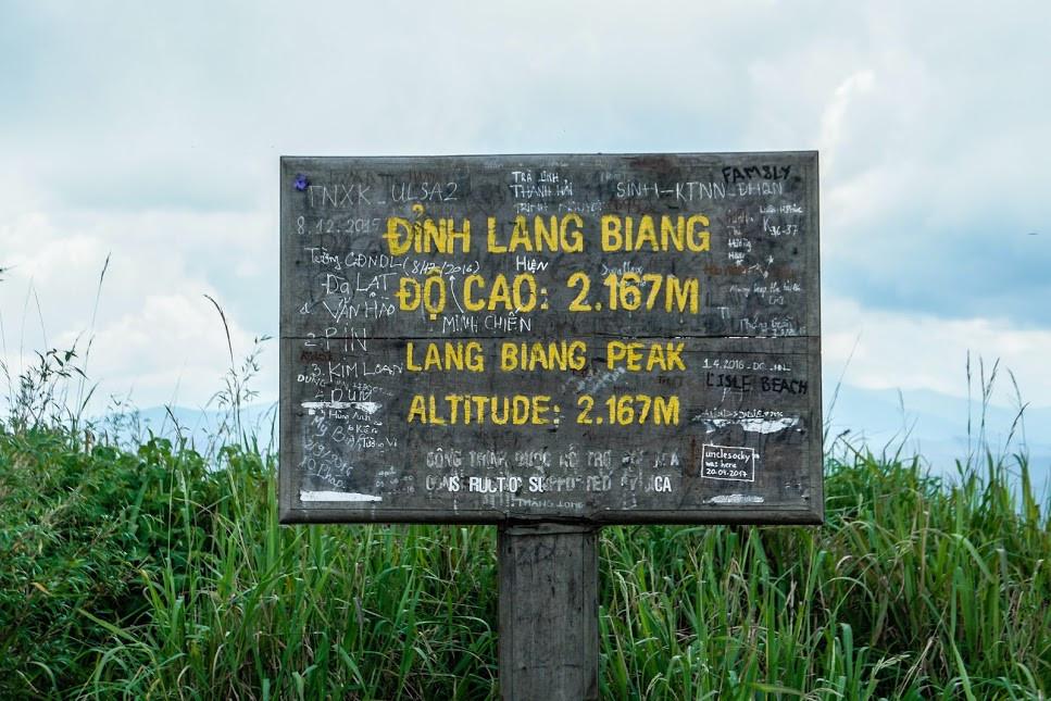 Le sommet du Mont Lang Biang