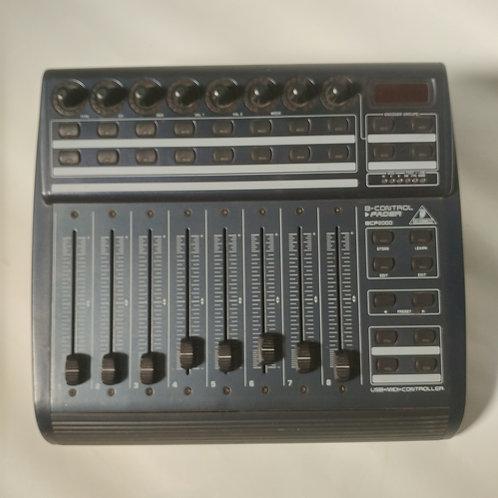 Controlador MIDI Behringer B-Control (BCF2000)