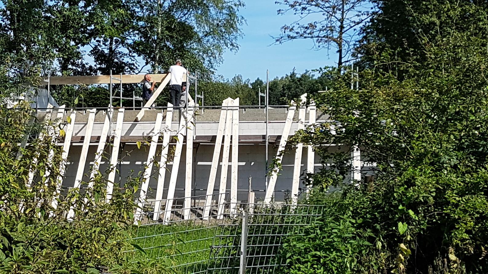 20170823_110610_001 Dachstuhl aufstellen aa
