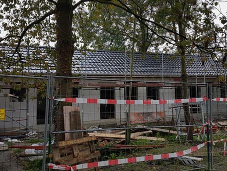 Die Dachziegel sind verlegt - der Innenausbau kann beginnen!