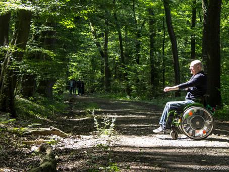 Holpriges Naturerlebnis für Rollstuhlfahrer
