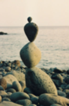 Familieopstellingen helpen je een nieuwe evenwicht te vinden net zoals de stenen