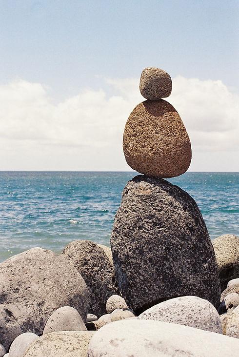 Familieopstellingen helpen je om meer ontspanning te vinden net zoals de stenen
