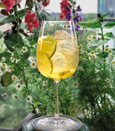 non-alcoholic lemongrass cocktail