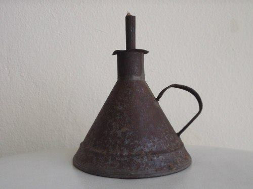 Antiga lamparina, conhecida como pomboquinha