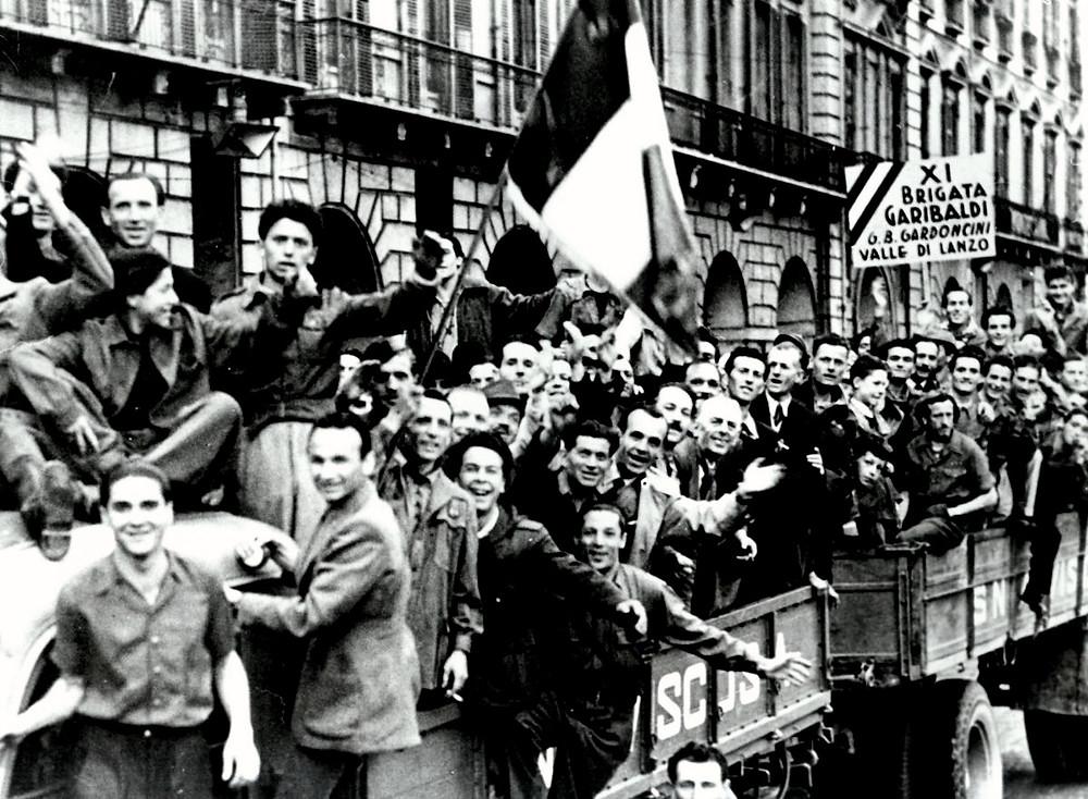 Foto de 1945 de diversos partigiani - forca revolucionaria italiana