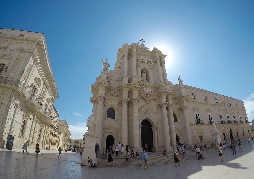 Duomo de Ortigia em um dia de sol