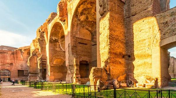 Termas de Caracala, Roma, com raios de sol na paredes